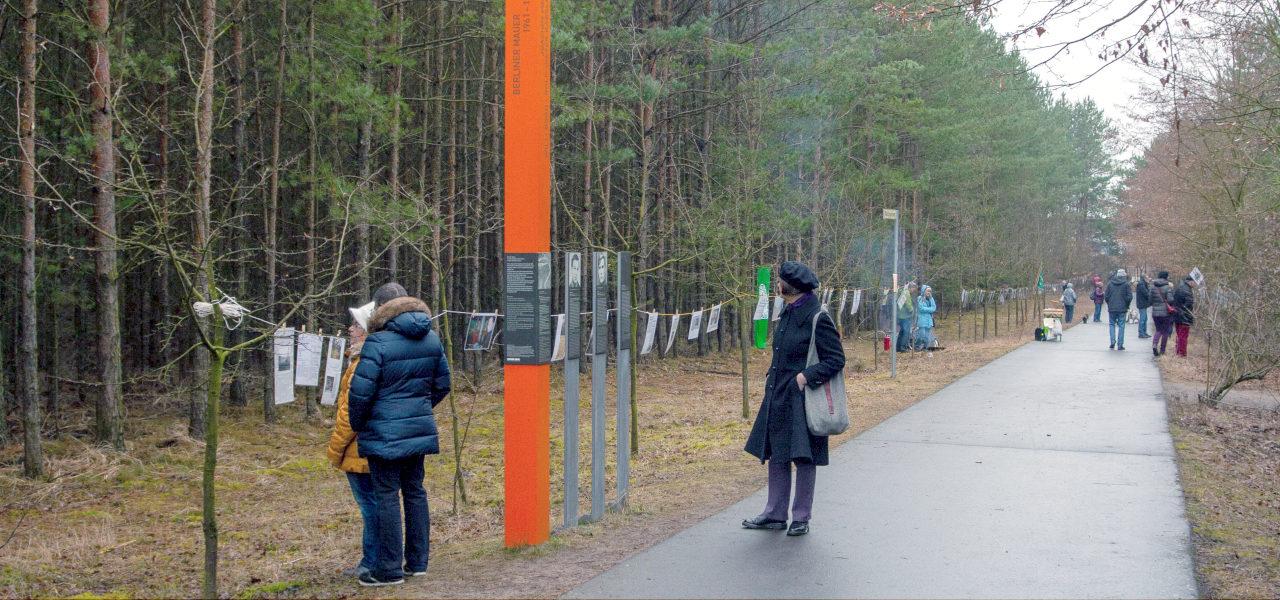 Bilderausstellung auf dem ehemaligen Grenzstreifen
